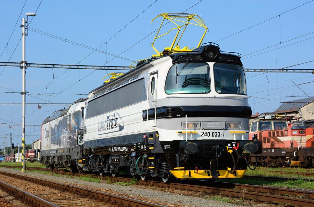 Nová lokomotiva v barvách LokoTrain