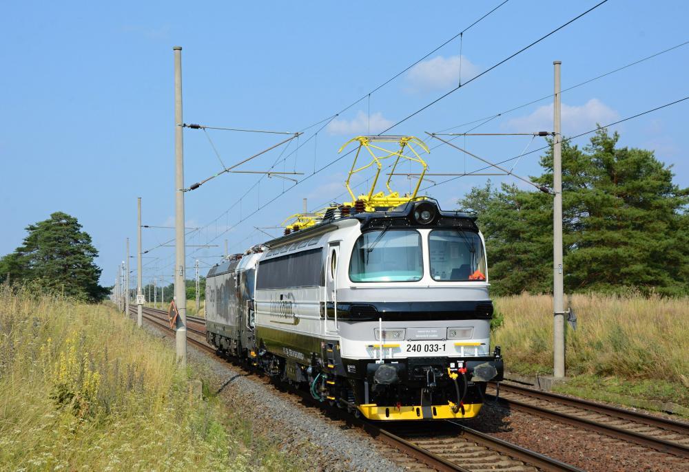 Nowa lokomotywa w kolorze LokoTrain